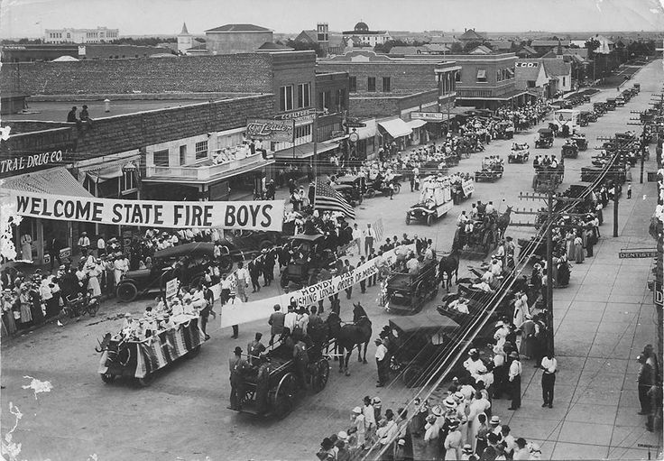 Cushing, Oklahoma, downtown parade, 1920s