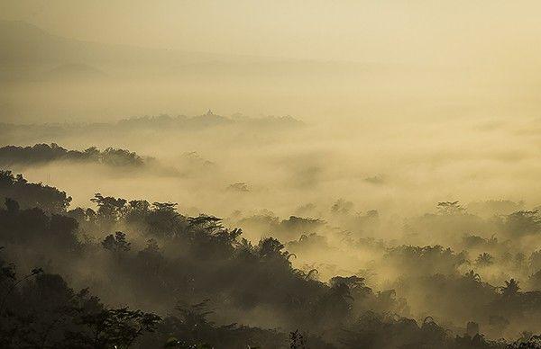 Tracking berburu Sunrise Terbaik - Aktivitas berburu private sunrise di Borobudur Nirwana Sunrise yang terkenal menjadi spot terbaik melihat matahari terbit