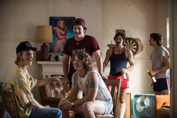 2016- Everybody Wants Some!! Yönetmenliğini ve senaristliğini Richard Linklater'ın üstlendiği film, üniversiteli beyzbol oyuncusu bir grubun hikayesini anlatıyor. Gençlik arzularını ortaya koyan neşeli bir komedi filmi