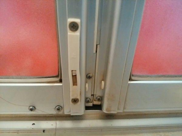 浴室ドアの水垢やカビをカビキラーを使わずに掃除した結果 画像あり