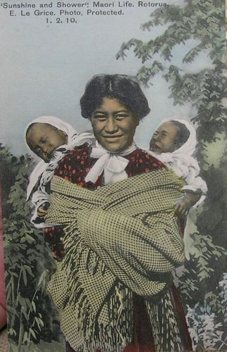 Maori mother - tandem babywearing
