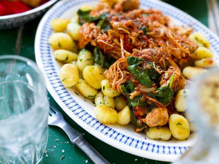 Stekt gnocchi med kyckling i tomatsås