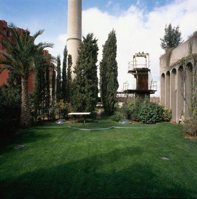 Nel 1973 l'architetto catalano Riccardo Bofill decise di trasformare un antico cementificio in disuso, che faceva parte di un complesso industriale di inizio secolo, nel suo studio di architettura e nella sua dimora privata.