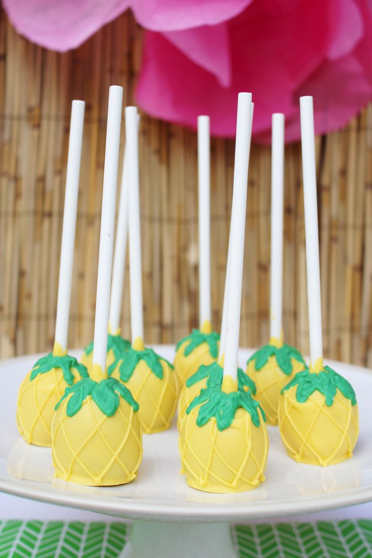 pineapple cake ball pops; Hawaiian theme birthday party