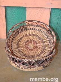 Paneras artesanales hechas por mujeres Piaroa en bejucos de piragua y mamure. ( Vichada- Colombia) #Artesanias Cómpralo en Mambe.org!