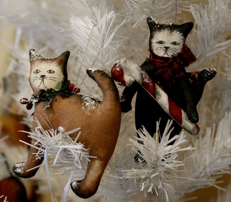 A pair of Christmas cats by TheChristmasDen on Etsy