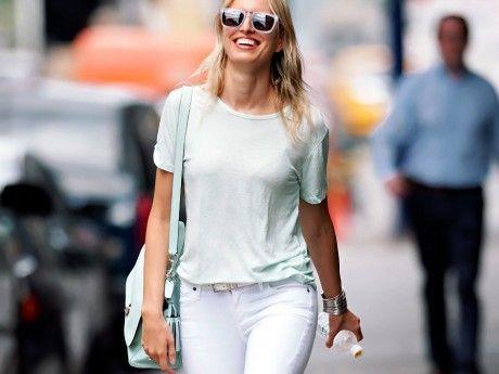 Τα λευκά παντελόνια της Karolina Kurkova