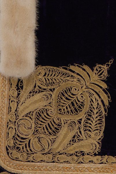 (detail )Gold embroidered decoration of the apron with the almond