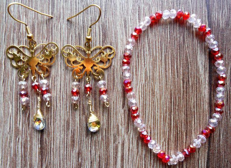 aretes mariposa hechos en acero dorado, piedras en murano, y gotas de swarovski  pulsera en piedras de murano