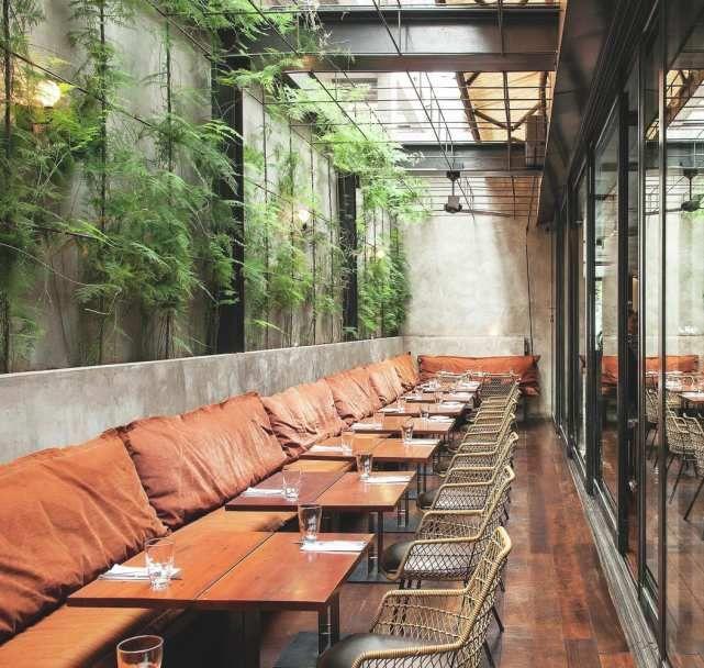 Il y a quelques temps, je vous avais présenté un sujet sur la thématique des plantes vertes dans les cafés-restaurants. J'y reviens aujourd'hui avec deux espaces L'Arturito à Sao Paulo au Brésil et le Three Buns à Jakarta en Indonésie. Outre la verdure...