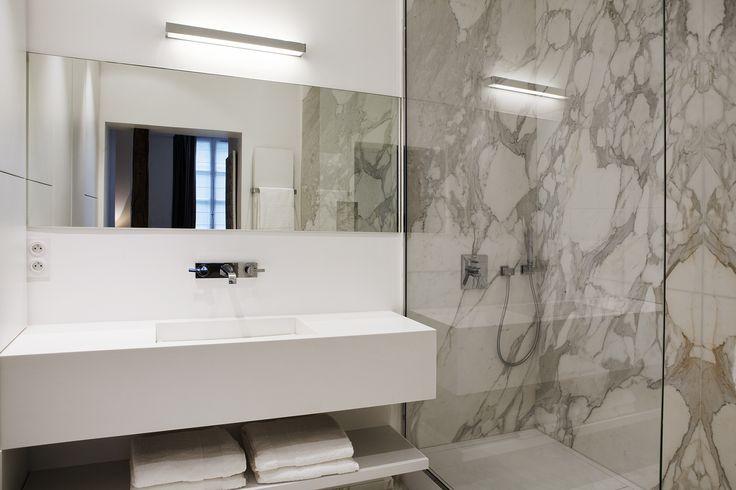 Marble / calacata / Salle de bain / by capo-architectes   web site: www.capo-architectes.com