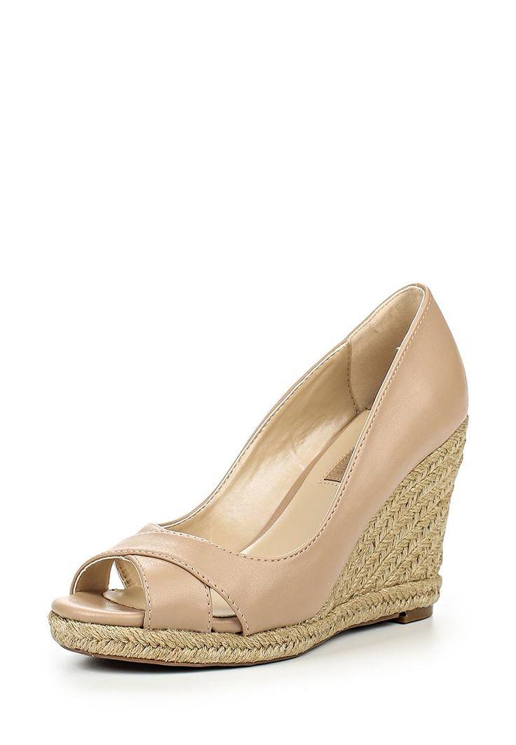 Туфли Dorothy Perkins выполнены из искусственной гладкой кожи. Детали: мягкая стелька, открытый мыс,