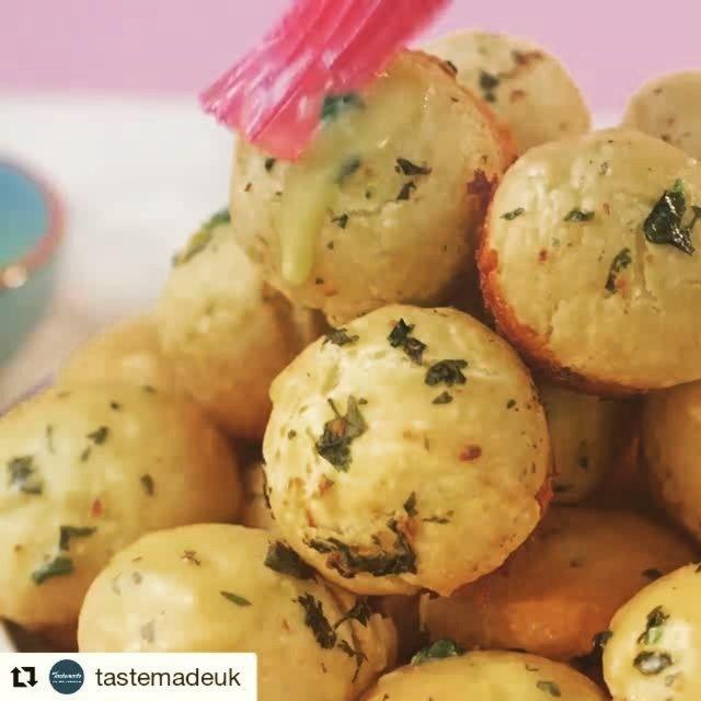 #sundaysnacking.start making your #dough right now. ## #Repost @tastemadeuk with @repostapp  Cheesy Garlic Doughballs of nom by @inthekitchenwithkate  #TastemadeUK #tasty #omnom #comfortfood #cooking #foodporn #dinner #yum #nom #food #foodie #foodlover #recipe #yummy #cheese #garlic #doughballs #recipevideo