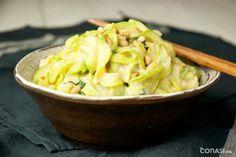 Tallarines de calabacín con salsa blanca, una receta ligera y depurativa. Esta…