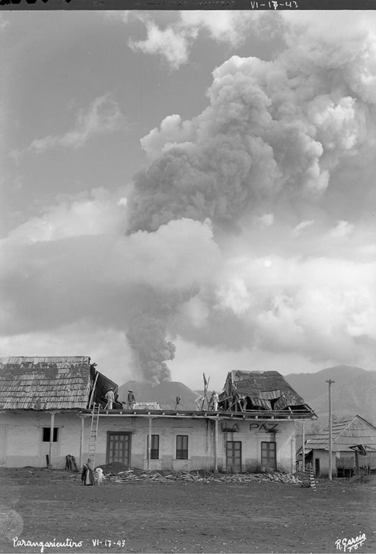 17 June 1943, the eruption of Parícutin about 25 miles outside of Uruapan, Michoacán. It last erupted in 1952.