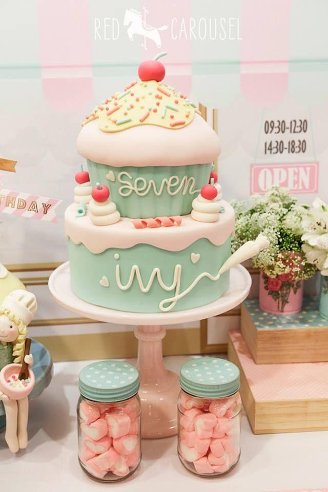 Lindo pastel en fondant ✿⊱╮                                                                                                                                                                                 Más