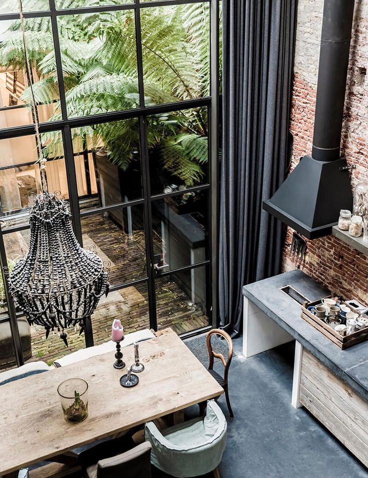 Jordaan Directorate, a bohemian bourgeois neighborhood in Amsterdam, where the architect Marius Haverkamp tells how he transformed a former warehouse. Two years have been required to make the habitable places and what places!