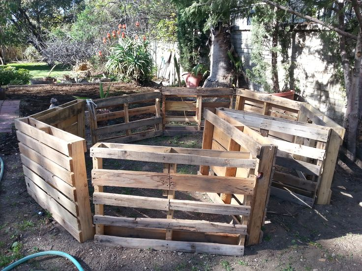 Built this DIY Keyhole Garden with recycled wooden pallets. - Album on Imgur