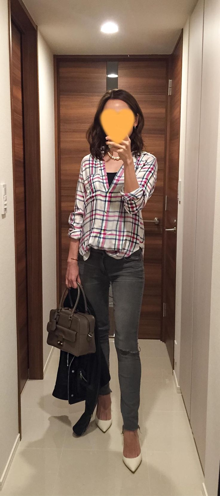 Plaid shirt: LOVERS + FRIENDS, Grey skinnies: Mother, Beige bag: Anya Hindmarsh, White pumps: Jimmy Choo