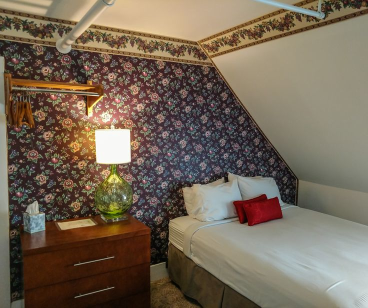 Our Family Suites are suitable for up to four people. Call 603-444-6469 for our special low mid-week nightly and weekly rates. http://thayersinn.com/new-hampshire-hotel/family-suites-inn-littleton/ #NH