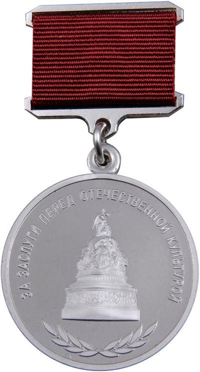 Irina Bjørnø får denne medalje for formidling af dansk og russisk kultur via sine bøger, avisartikler og videobloggen Belbookstoday.
