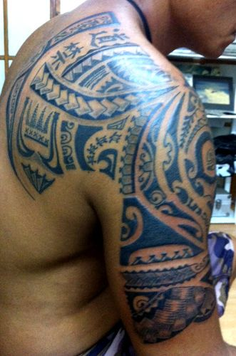 Polynesian tattoo for men on upper arm maori polynesian for How to shower with a new tattoo