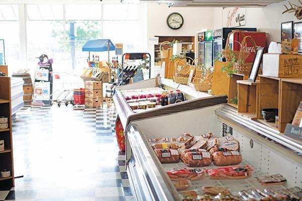 Shop Locally At 8 Organic Specialty Fort Wayne Food Shops Food Shop Specialty Food Shop Raw Dog Food Recipes