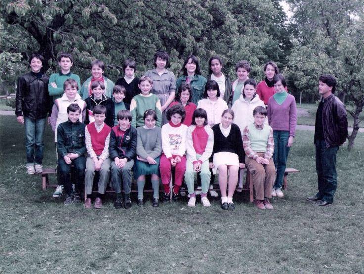 Photo de classe 6 ème de 1984, Collège Sainte-thérèse - Copains d'avant