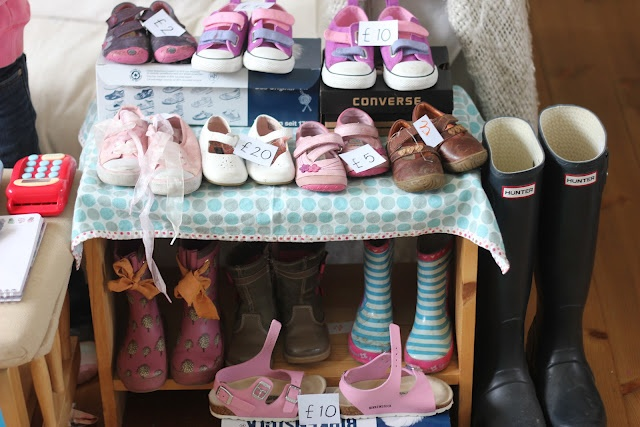 Shoe Shop Dramatic Play!  Create a fun shoe shop dramatic play set up for some engaging creative play, as well as some great opportunities for practising some literacy and maths skills along the way!