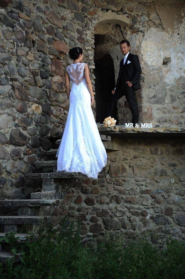 Laren esküvői ruha a Pronoviastól gyönyörű menyasszonyunkon http://lamariee.hu/eskuvoi-ruha/pronovias/laren