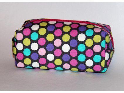 kosmetická taštička Pestré puntíky na šedé, Michael Miller Fabrics, vyztužená, s podšívkou.