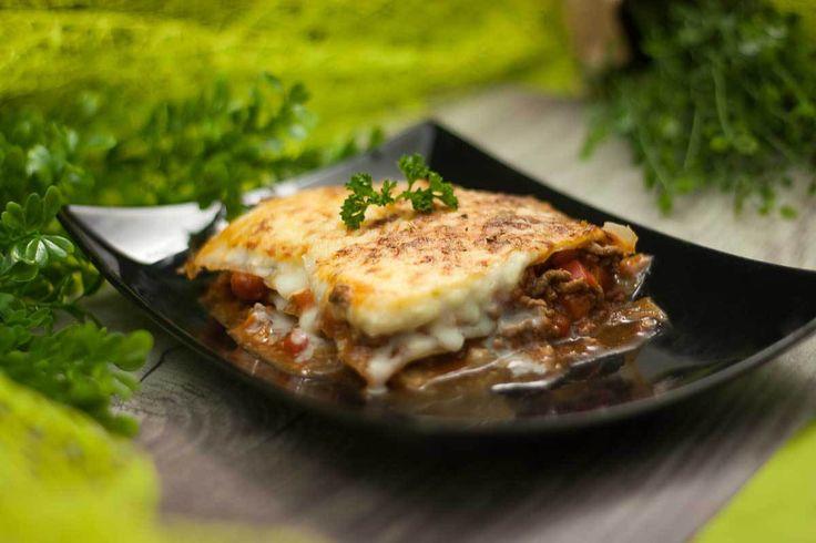 Wieso muss eine Lasagne immer mit Nudelplatten gemacht werden? Warum nicht mal aus Weißkohl? Die Weißkohllasagne bietet mal eine leckere Abwechslung.