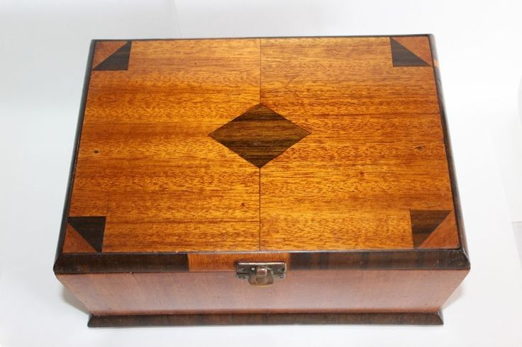 Vintage Australian CEDAR Wooden Box With WALNUT Inlay & Veneer Apprentice Piece