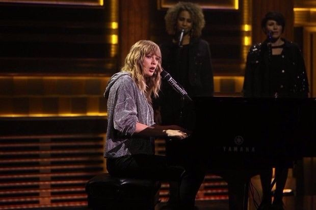 """Taylor Swift performed her latest song """"New Year's Day"""" on The Tonight Show Starring Jimmy Fallon. It's a tribute to Jimmy Fallon's mother Gloria Fallon."""