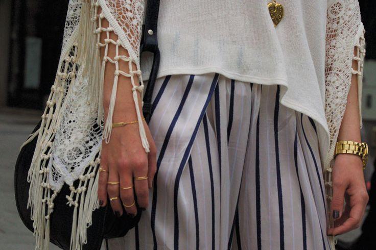 Shirt: Hollister, Trousers: H&M, Rings: I am, Necklace: Pilgrim, Watch: GUESS, Bag: Vintage, Photo: Hans Aschauer