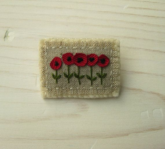 Red Poppies Hand Embroidered Brooch por Sidereal en Etsy