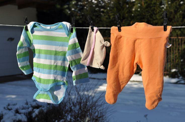 5 tipů, jak se popasovat s oblečky pro miminka, abyste si doma nepřipadali jako ve skladišti. Jak na oblečení pro miminka, co se mi osvědčilo. Video…