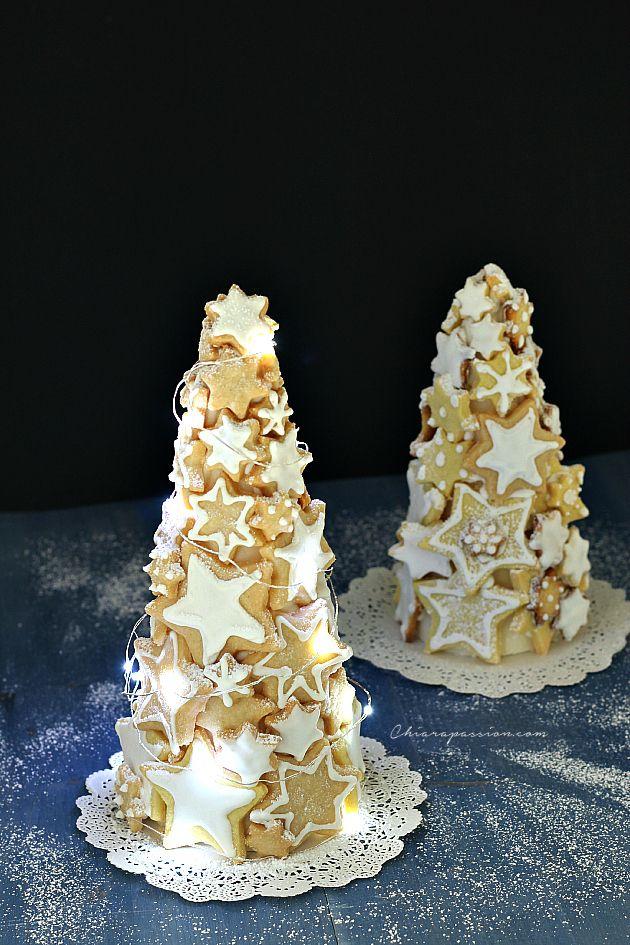 Quest'anno per Natale il mio albero sarà dolcissimo e tutto da mangiare...un albero di biscotti!   Un'idea originale e golosa in perfetto stile Fashion di Gusto che porterà sulle tavole tutta la bellezza dell'atmosfera natalizia.       Preparate tante stelline aromatizzate con la vaniglia