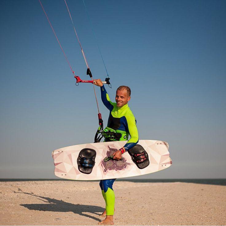 Лето в сентябре? Да легко! Едем с нами?! Кайтлагерь в Анапе. Это традиция, это атмосфера, это нереальные 30+ и черное море позитива и кайтсерфинга! Учим с нуля, с минус 10 и вообще вливайся!) Вся инфа доступна по ссылочке 👇 #action_lab #kiteworld #блага