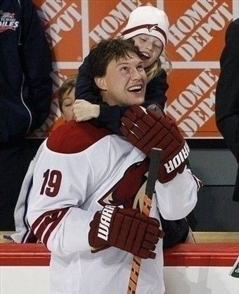 Phoenix Coyote Shane Doan gets a hug from his daughter Gracie. | Community Post: 50 Adorable Pictures Of NHL Players With Kids That Are Going To Melt Your Ovaries