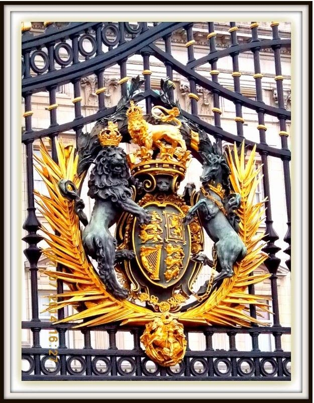 Detail on the gates of Buckinham Palace