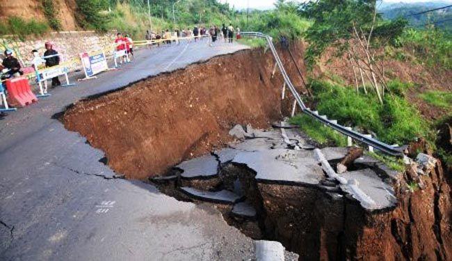 FAJARONLINE.COM.BONE — 13 kabupaten/ kota di Sulsel masuk dalam kategori bencana longsor. Bentang alam, perbukitan, dan pegunungan seluruh daerah jadi pemicunya. Kabupaten/ kota yang masuk zo…