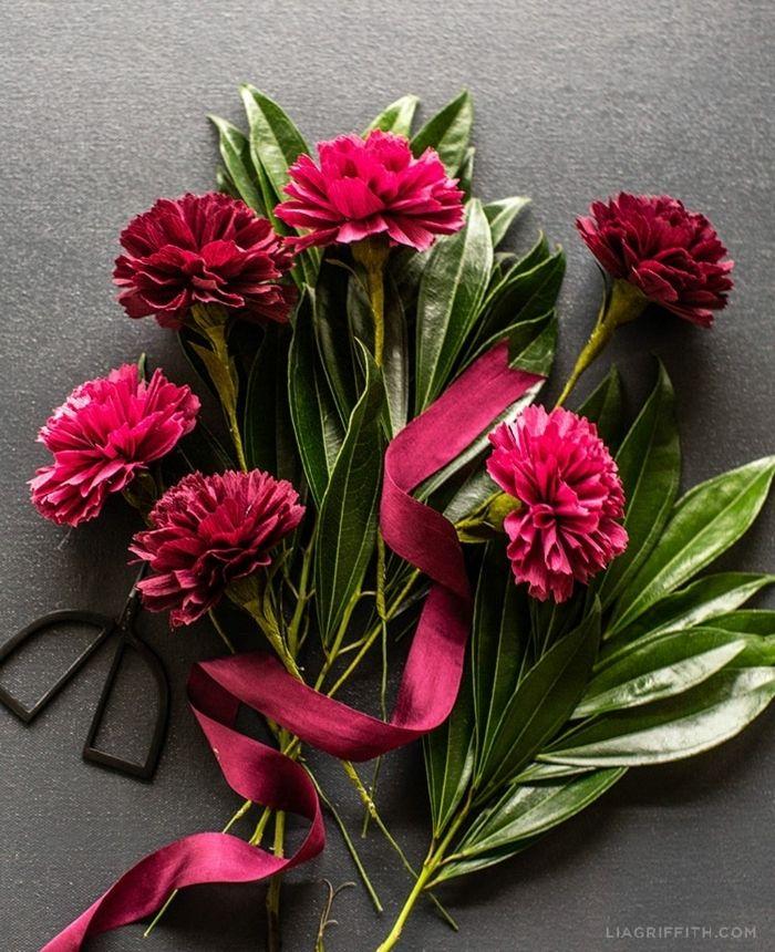 1001 Tolle Ideen Zum Thema Basteln Mit Krepppapier Krepppapier Diy Papierblumen Blumen Aus Krepppapier