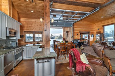 Relax and Unwind on Private Lake and 300ft of Yakima Riverfront! – Ellensburg Le… – Holidays