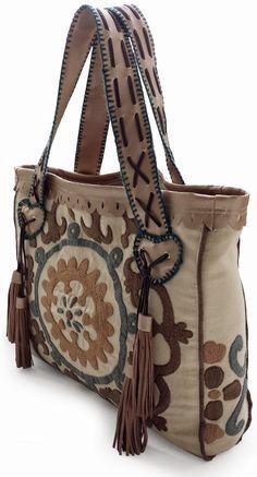 Ibiza-Stil: BOHO Suzani-Einkaufstasche mit Fransen. Handgemacht von Handwerkjuffie.