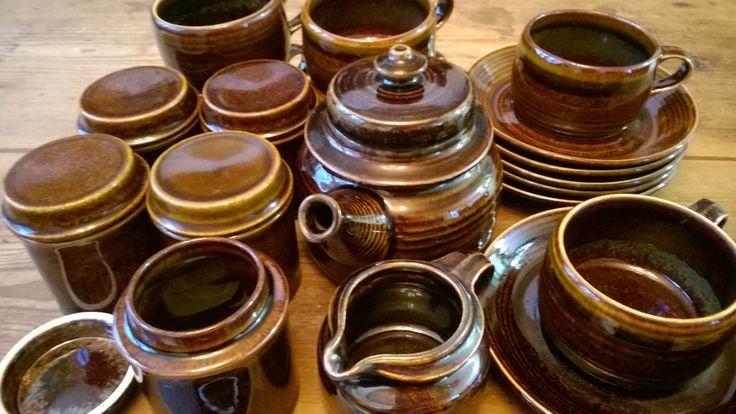 Mahonki maustepurkit,teekannu,kahvikupit,kermanekka