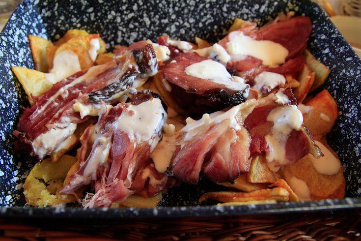 Ropogós-omlós sertéscsülök sült krumplival - A hús szétolvad a szádban - Recept | Femina