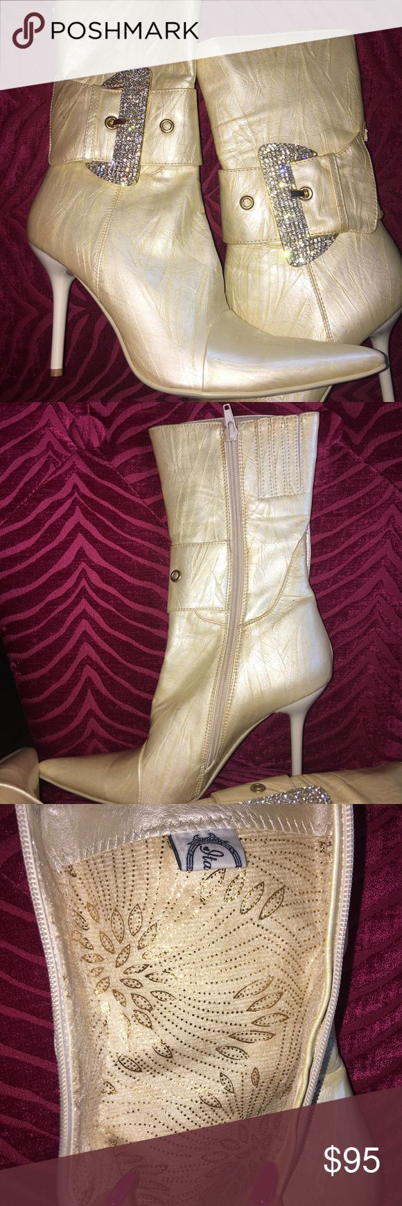 Boots 8.5 womens Brand New Boutique Style Boots Pearl white/Off white/Cream Shine Size 8.5 Has slight imperfections  Zip up on the side Italina Shoes Ankle Boots & Booties