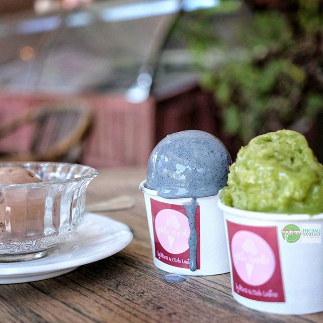 Food Blog Bali  Summer is coming to Bali & gelato always a great idea like this Organic Raw Chocolate with Pyramidal Sea Salt Gelato & Coconut Pandan Gelato.  Buttt  The best is the one in the middle it is Organic Sulawesi Vanilla with Bamboo Charcoal Gelato  you must try it.    @gelatosecrets Rp 25k/scoop o4 Rp 40k/scoop    #gelato #bamboocharcoal #pandan #chocolate