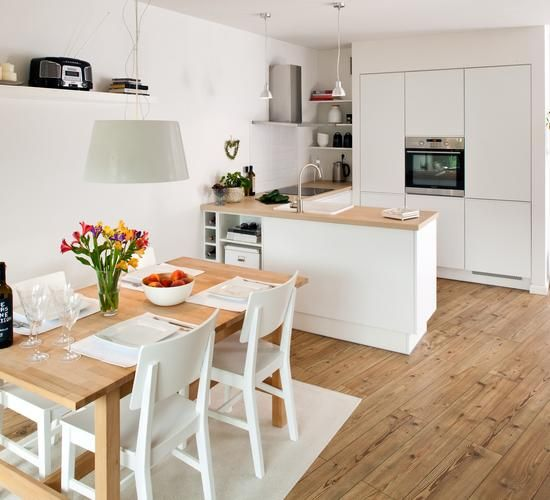 Biała mała kuchnia